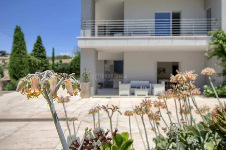 Apt B - Beach View Villa Controvento